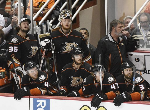 Zoufalství na tvářích hráčů Anaheimu při závěrečné power play.