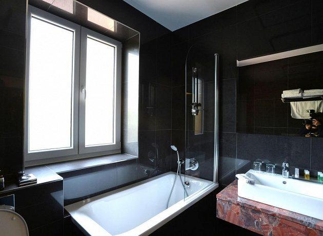 Koupelna v pražském hotelu Selský Dvůr.