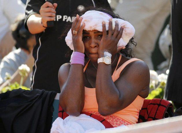 Serena Williamsová sbírala během přestávky poslední zbytky energie.