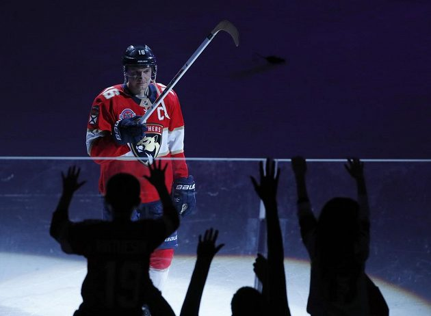 Finský centr Floridy Aleksandr Barkov, vyhlášený jako první hvězda zápasu NHL s Minnesotou.