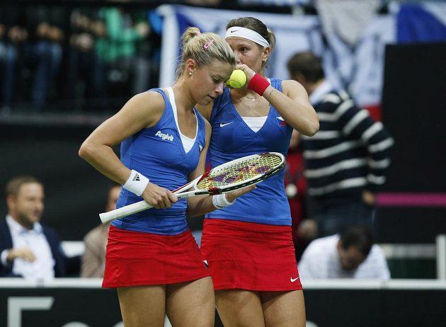 Andrea Hlaváčková a Lucie Hradecká ve finále Fed Cupu proti Němkám Lisické s Görgesovou.