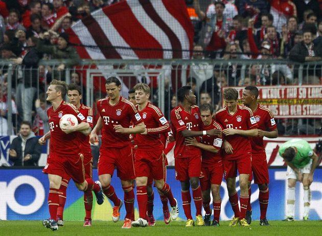 Radost fotbalistů Bayernu Mnichov v utkání s Düsseldorfem.