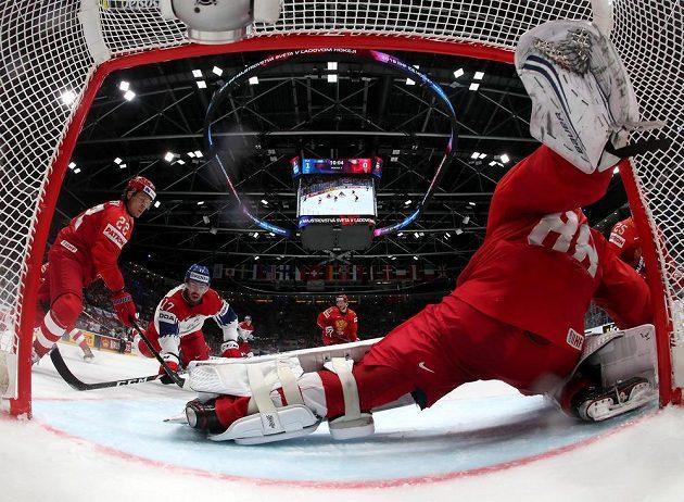 Ani Filip Hronek ruského gólmana Andreje Vasilevského nepřekonal.
