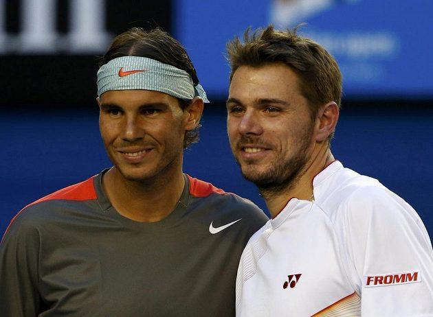 Momentka těsně před začátkem finálové bitvy - vlevo favorizovaný Rafael Nadal, vedlě něj pak Stanislas Wawrinka.