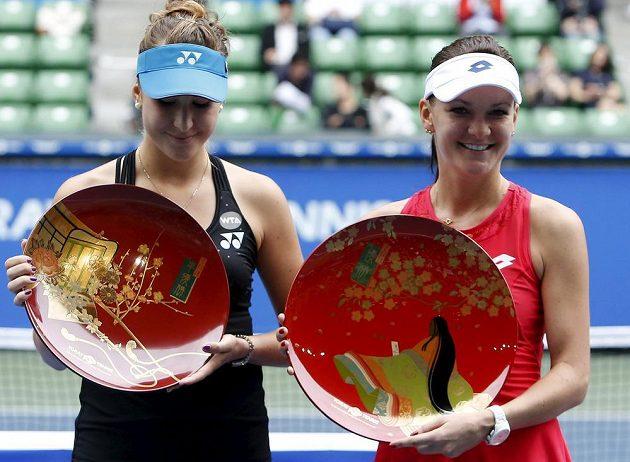 Turnaj v Tokiu je rozhodnut. Bencicová (vlevo) podlehla Radwanské (vpravo) dvakrát 2:6.
