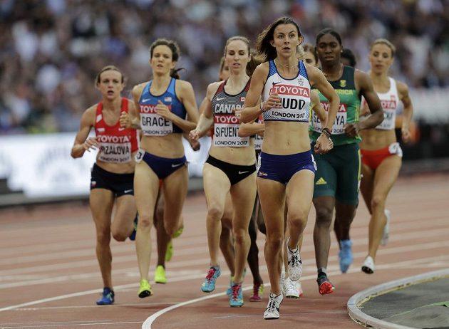 Simona Vrzalová (zcela vlevo) v rozběhu závodu na 1500 m na MS v Londýně.