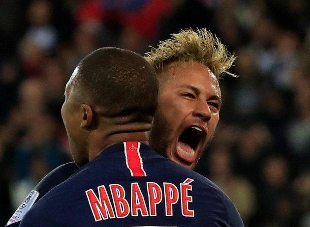 Radost v podání hvězd PSG. Pařížané vyhráli šlágr s Lyonem 5:0. Jeden gól dal Neymar, čtyři trefy přidal Mbappé.