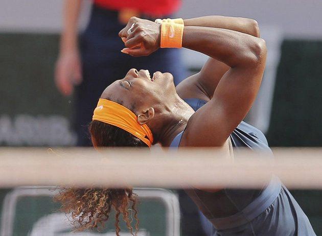 Americká tenistka Serena Williamsová se raduje z vítězství na French Open.
