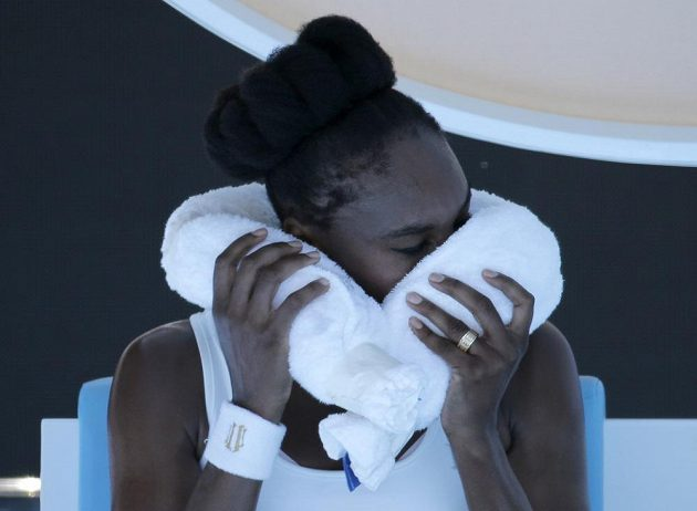 Venus Williamsová se během horka trochu zchladila.