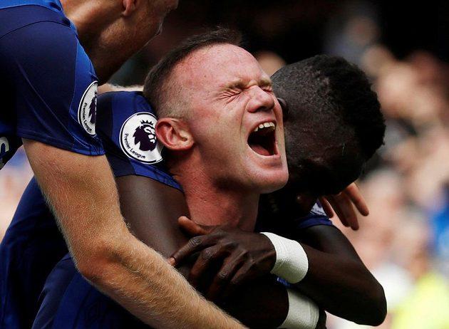 Wayne Rooney a jeho velká radost po prvním gólu, který vstřelil za Everton v Premier League.