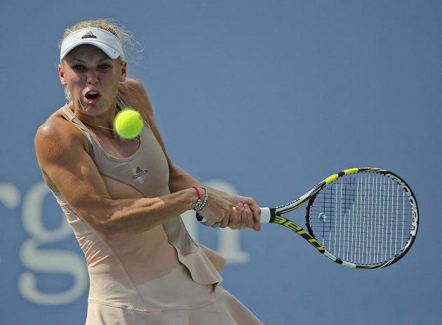 Caroline Wozniacká z Dánska v semifinále US Open s Číňankou Pcheng Šuaj.