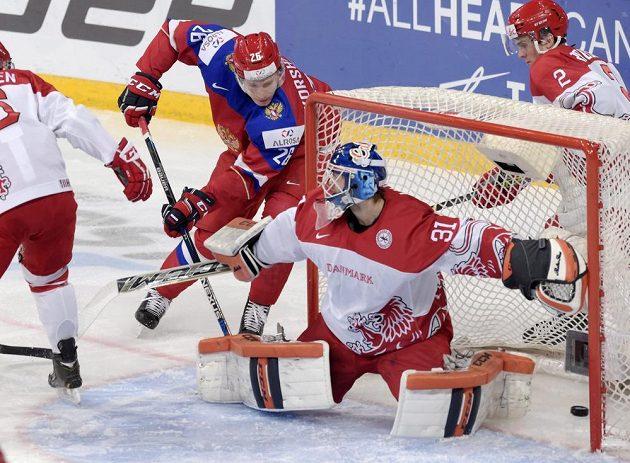 Rus Jegor Korškov dává vedoucí gól proti Dánům. Ale pak se začaly dít věci.