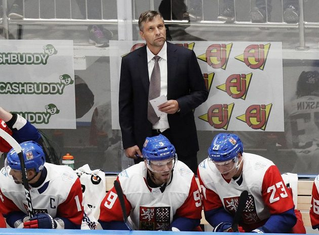 Trenér české hokejové reprezentace Josef Jandač během přípravného zápasu v Rusku.