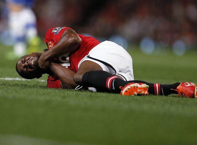 Obránce Manchesteru United Patrice Evra v dohrávce 2. kola Premier League proti Chelsea.