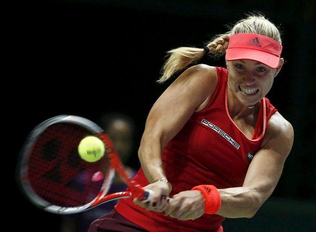 Německá tenistka Angelique Kerberová během utkání s Petrou Kvitovou na Turnaji mistryň v Singapuru.