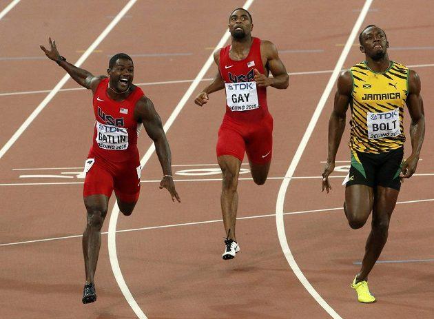 Finiš finále stovky na MS v Pekingu. Usain Bolt se radoval ze zlata, Justin Gatlin doběhl druhý a na Tysona Gaye medaile nezbyla.
