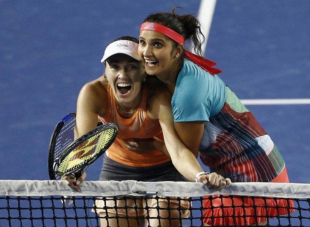 Radost světových deblových jedniček Martiny Hingisové (vlevo) a Sanii Mirzaové.