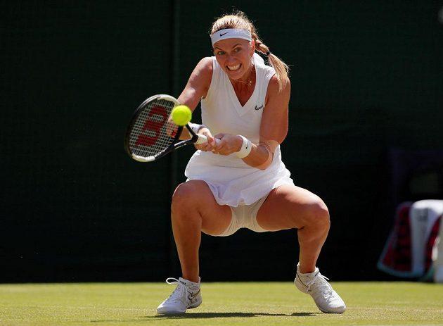 Paráda. Dvojnásobná šampionka Petra Kvitová je po výhře nad Kristinou Mladenovicovou z Francie 7:5, 6:2 po čtyřech letech ve 3. kole tenisového Wimbledonu.