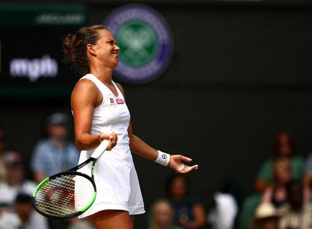 Co s tím mám dělat? Česká tenistka Barbora Strýcová neměla v semifinále Wimbledonu nárok.