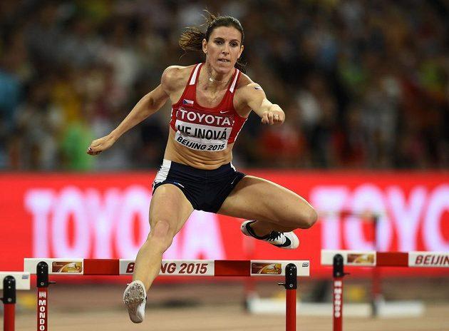 Zuzana Hejnová při cestě za zlatem ve finále na 400 m překážek při MS v Pekingu.