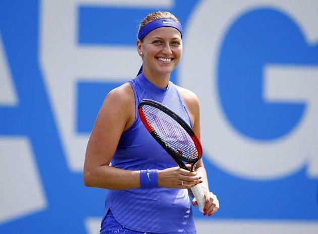Petra Kvitová při utkání s Britkou Naomi Broadyovou v Birminghamu.