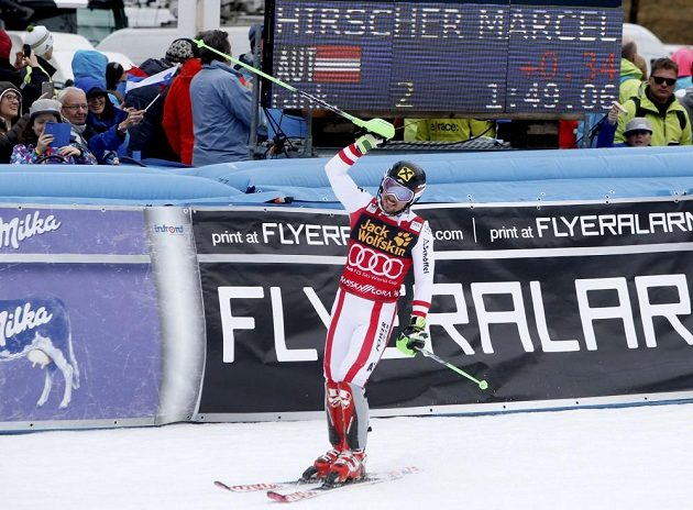 Marcel Hirscher v cíli slalomu v Krajnské Goře.