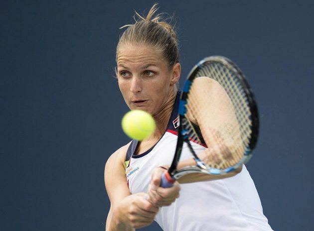 Karolína Plíškova v Torontu při utkání s Anastasijí Pavljučenkovovou z Ruska.