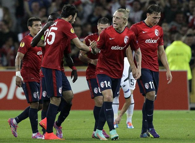 Fotbalisté Lille se radují z gólu proti Krasnodaru.