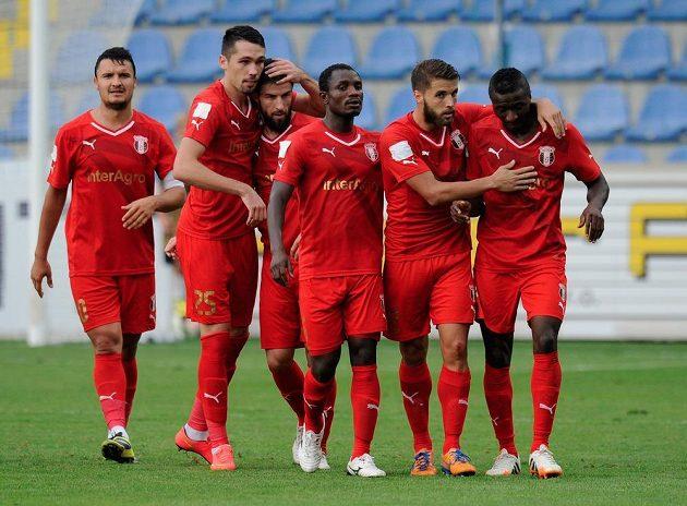 Radost hráčů Astry z gólu, kterým rumunský celek v Liberci v odvetě třetího předkola EL otevřel skóre.