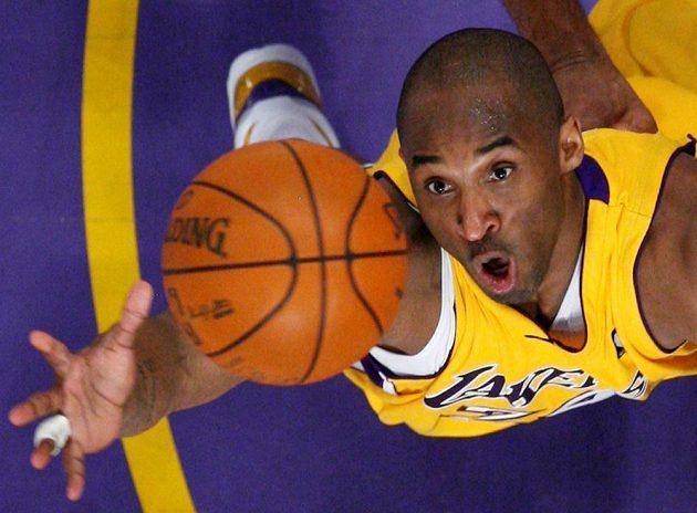 Hvězdný Kobe Bryant v akci.