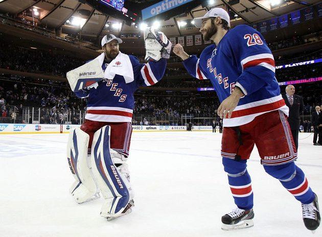 Klíčové postavy Rangers v šestém semifinále brankář Henrik Lundqvist (30) a střelec jediné branky Dominic Moore (28).