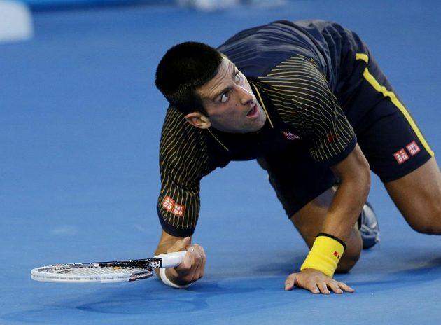 Novak Djokovič nevypusil ve finále Australian Open jediný míč. Útoky soupeře odvracel i vleže.