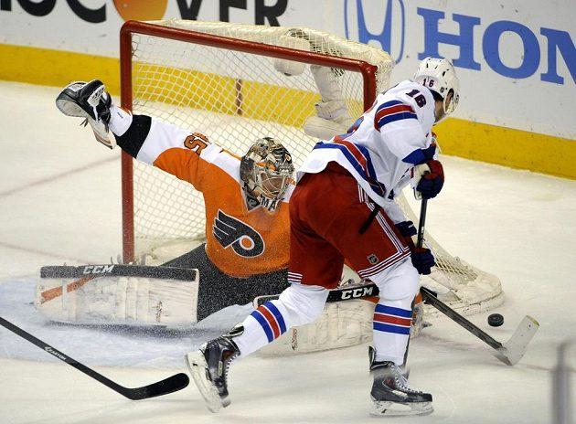 Brankář Mason vychytal při svém šestém startu v play off NHL vůbec první výhru. V NHL působí od roku 2008.