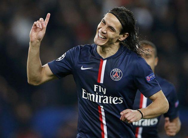 Edinson Cavani z Paris Saint Germain se raduje z branky proti APOEL Nikósie.