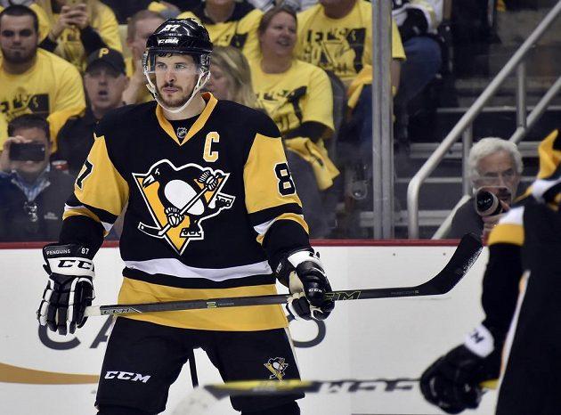Sidney Crosby (87) z Pittsburghu při druhém utkájní s Tampou.