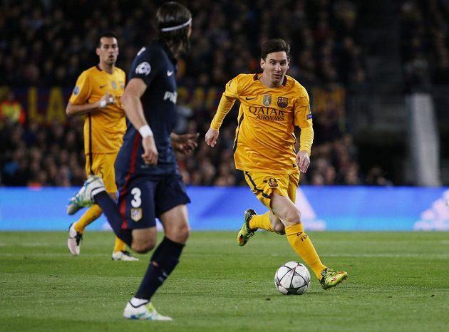 Barcelonský Lionel Messi v akci při utkání s Atlétikem Madrid.