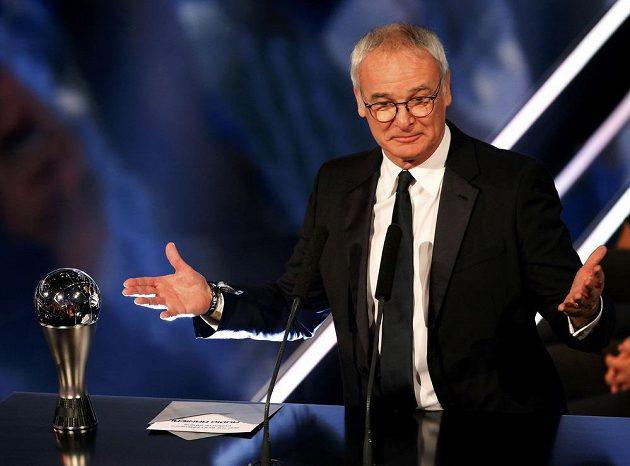 Claudio Ranieri z Leicesteru byl vyhlášen nejlepším fotbalovým trenérem roku 2016.