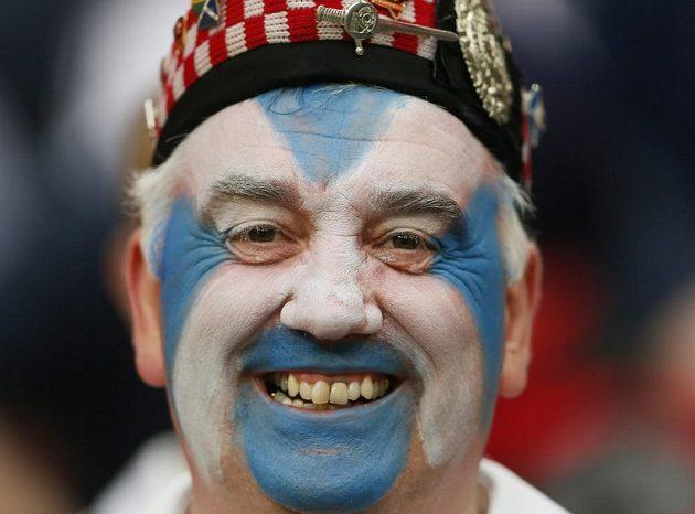 Skotský fanoušek na londýnském náměstí Trafalgar Square před zápasem s Anglií.