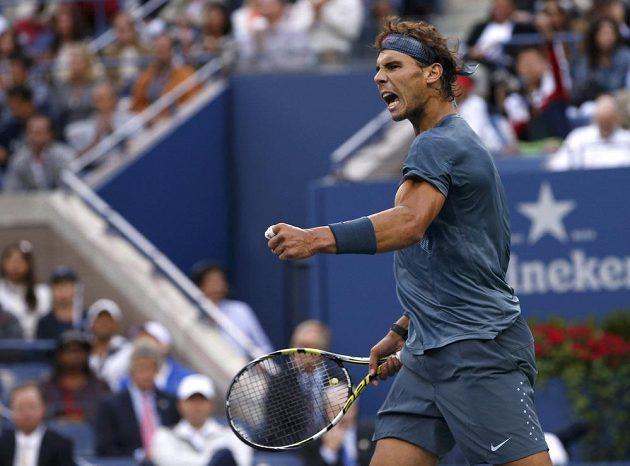 Vítězné gesto Rafaela Nadala ve finále US Open proti Novaku Djokovičovi.