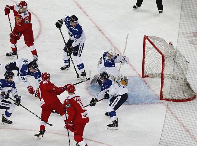Kirill Kaprizov střílí vedoucí gól sborné.