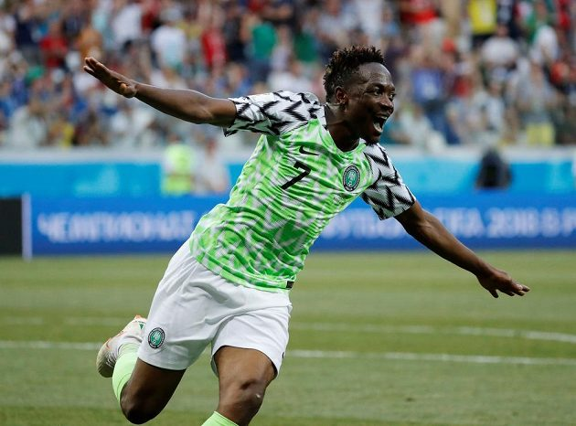 Nigerijský hrdina Ahmed Musa dvěma trefami potopil Island.