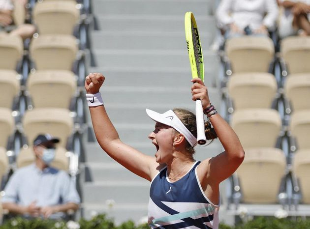 Barbora Krejčíková slaví postup do čtvrtfinále French Open