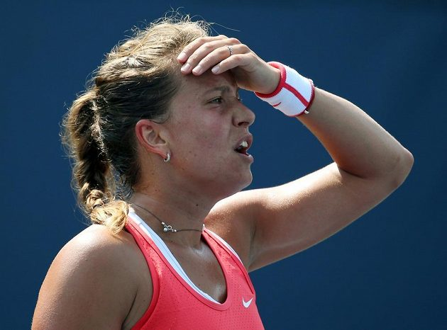 Barbora Strýcová zaskočila čtrnáctou nasazenou Švýcarku Timeu Bacsinszkou.