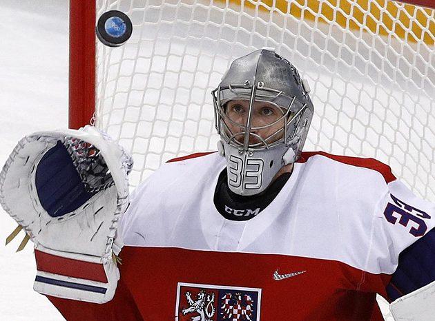 Brankář Pavel Francouz ve čtvrtfinále olympijského turnaje proti USA.