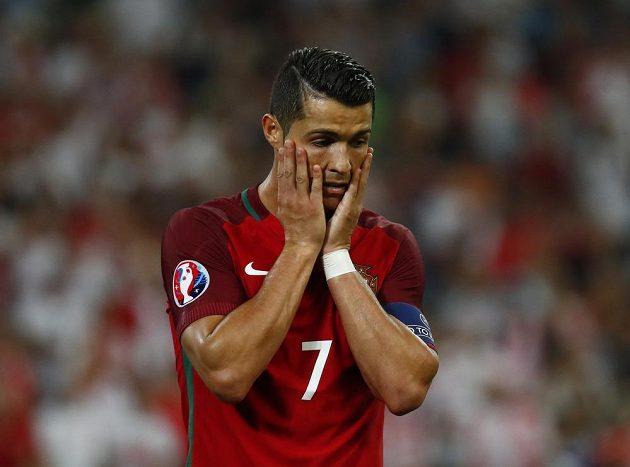 Reakce Cristiana Ronalda z Portugalska po neproměněné šanci v duelu s Polskem.
