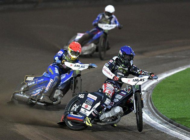 Druhý závod plochodrážní Grand Prix v Praze byl kvůli silnému dešti předčasně ukončen.