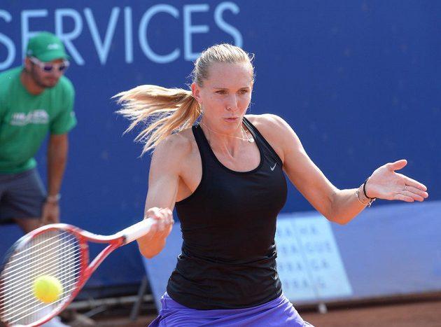 Tenistka Nicole Vaidišová během utkání proti Elicii Kostovové z Bulharska v Praze.