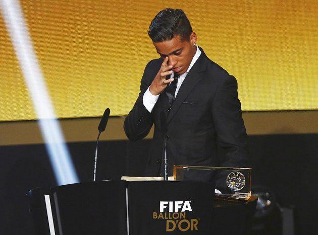 Dojatý Brazilec Wendell Lira během vyhlášení nejlepšího gólu roku.