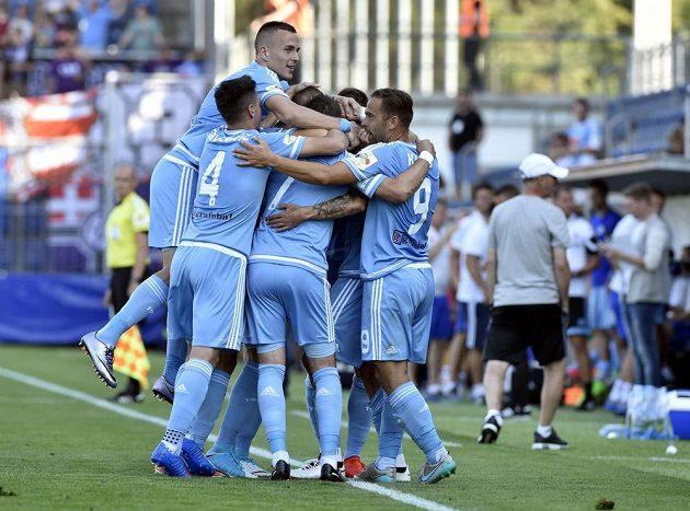 Slovan Bratislava se raduje z gólu proti Zlínu