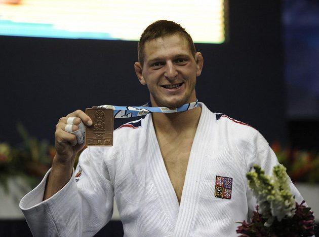 Český reprezentant Lukáš Krpálek s bronzovou medailí z judistického MS.